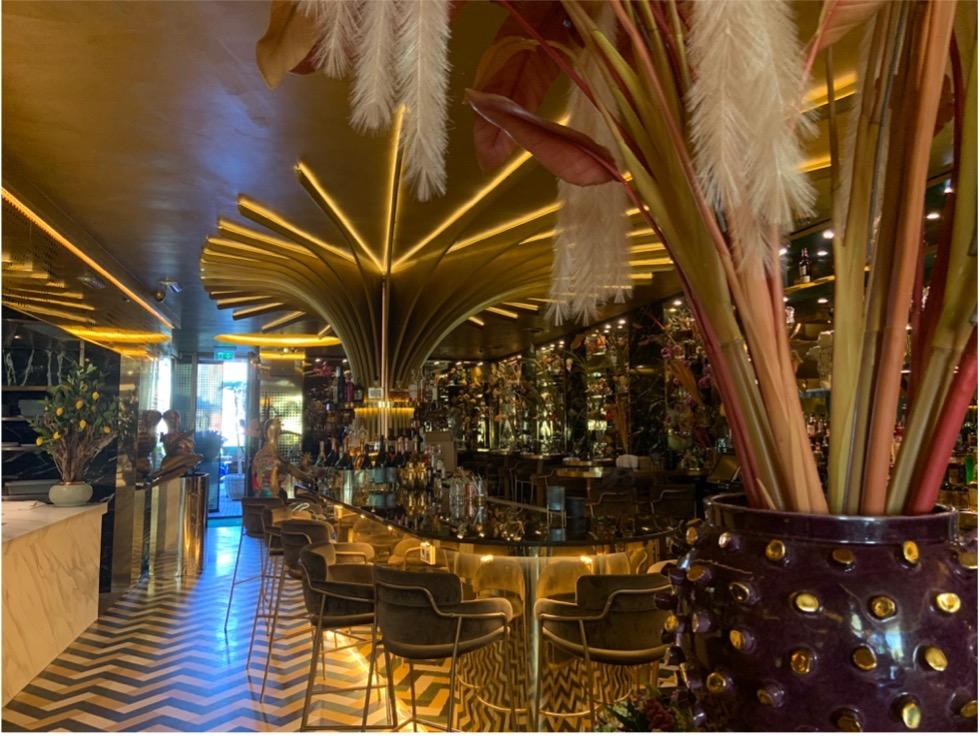 De bar in restaurant goud van Herman