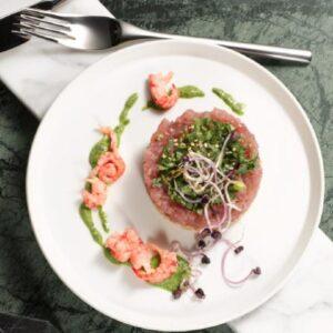 Steak tartare van tonijn en rivierkreeftjes